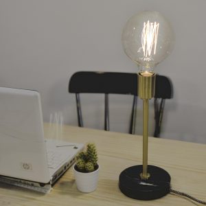 lampara-mesa-marmol-bombilla-maow-design-shop